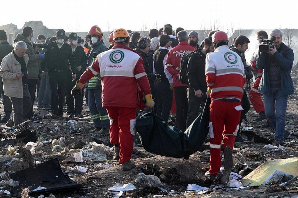 Nahas pesawat di Teheran: Penyelamat temui kotak hitam