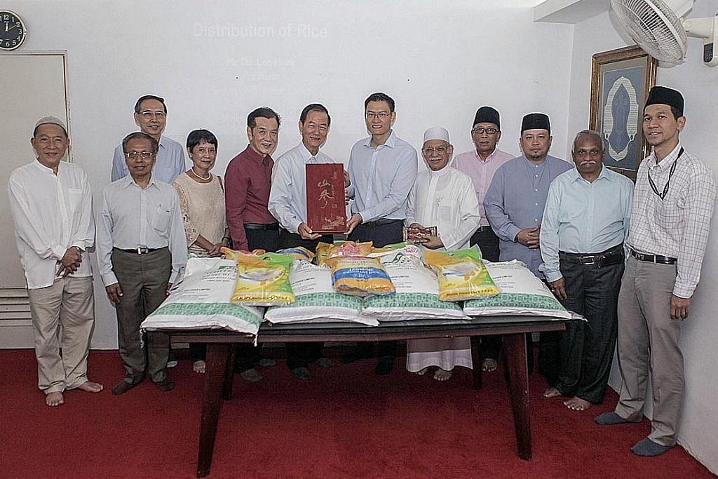 ANTARA BADAN YANG GIAT DALAM SILANG AGAMA - MASJID BA'ALWIE: Jalin kerjasama dengan Singapore Buddhist Lodge (SBL) untuk agihkan beras sempena Ramadan.