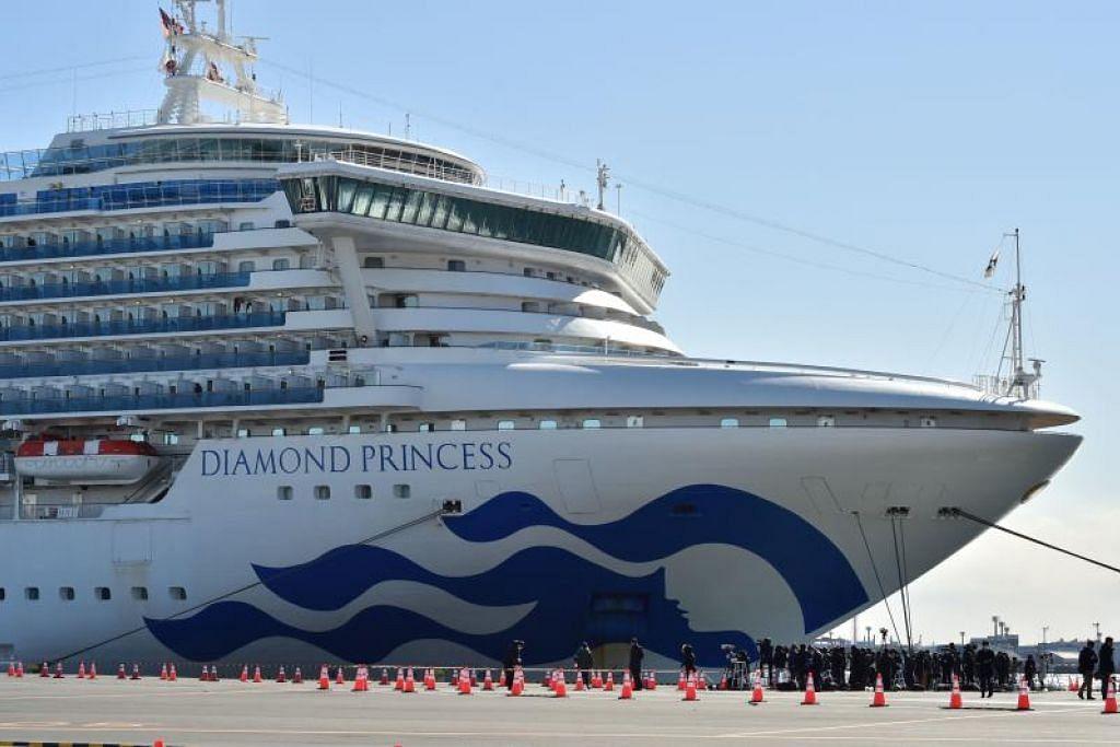 DIKUARANTIN: Kapal persiaran Diamond Princess membawa lebih 3,000 orang tiba di pelabuhan Yokohama pada 6 Februari 2020. Kapal itu terbabit dalam wabak koronavirus selepas seorang penumpang berusia 80 tahun diuji positif menghidap virus itu pada 25 Januari lalu.