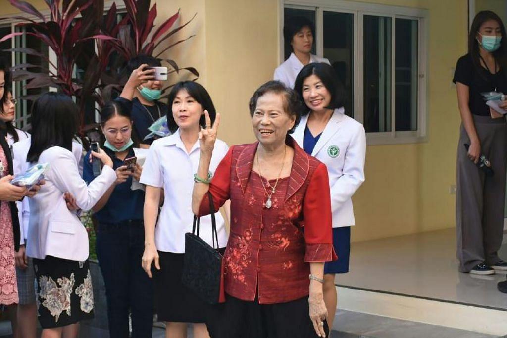 PULIH DARIPADA VIRUS: Gambar yang diambil pada 4 Februari lalu menunjukkan Cik Jaimuay Sae-Ung, selepas satu sidang akhbar. Beliau dilaporkan keluar dari hospital hujung Januari lalu.