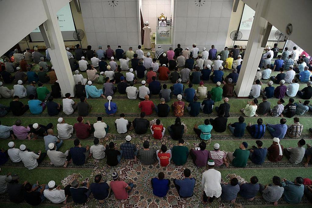 Masjid laksana solat hajat doakan keselamatan warga dan negara