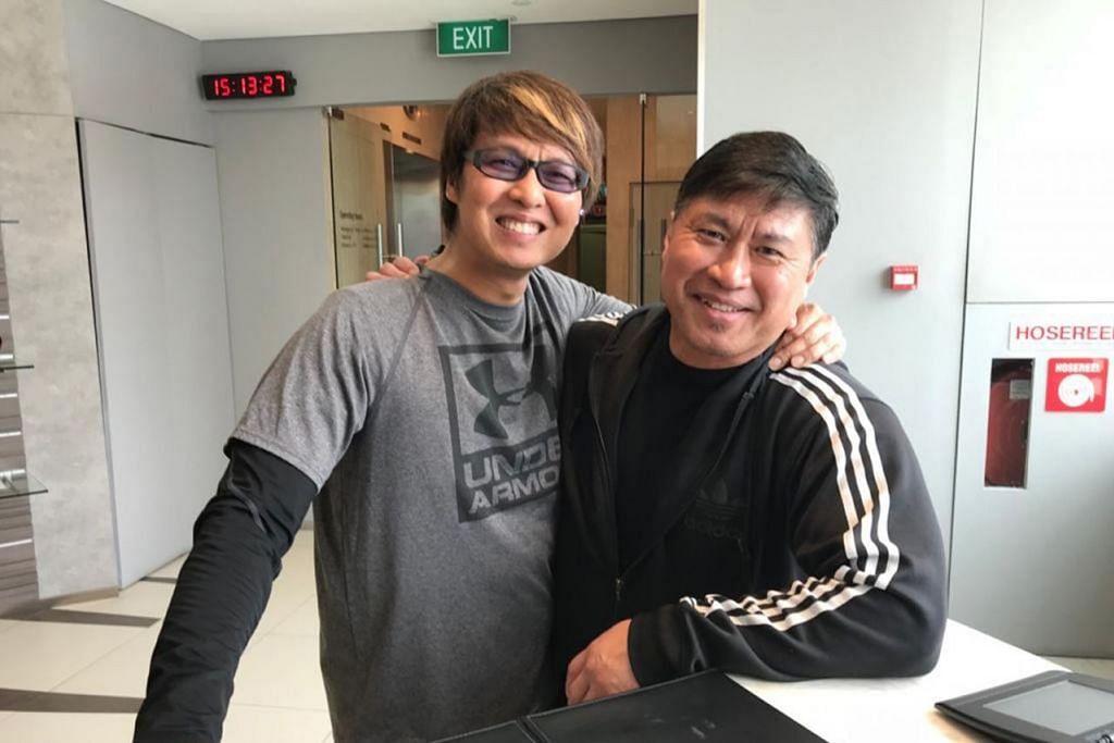 JALIN PERSABAHATAN: Persahabatan Glenn Ong dan jurulatih senamanya, Encik Aziz Musa, telah membantu membuka minda Glenn mengenai erti sebenar Islam dan warisan orang Melayu. - Foto ihsan GLENN ONG