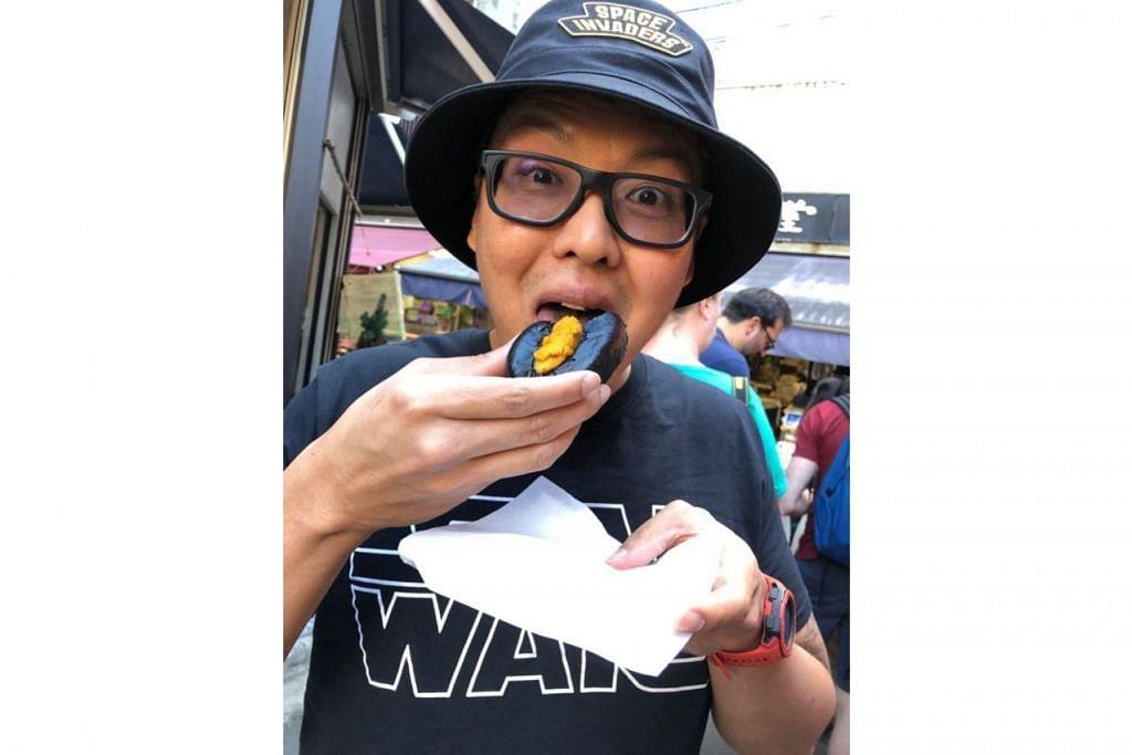 BERANI MENCUBA: Meskipun berbangsa Cina, Glenn Ong, gemar mencuba pelbagai hidangan bangsa lain. - Foto GLENN ONG