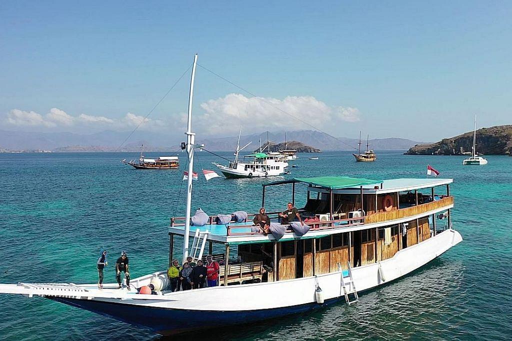 Tidur, belayar dari satu pulau ke satu pulau di Flores Barat