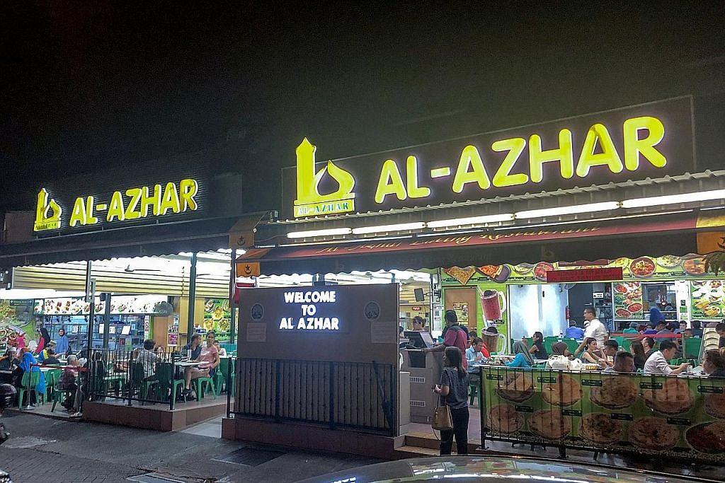 SUASANA ALA KAMPUNG: Pemilik restoran Al-Azhar mengatakan ramai pelanggan suka menjamu selera di sini kerana suasananya yang santai ala kampung.– Foto fail