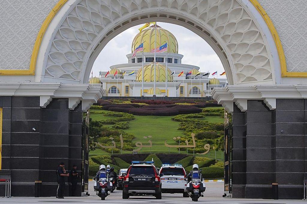 Mahathir undur sebagai pengerusi Bersatu