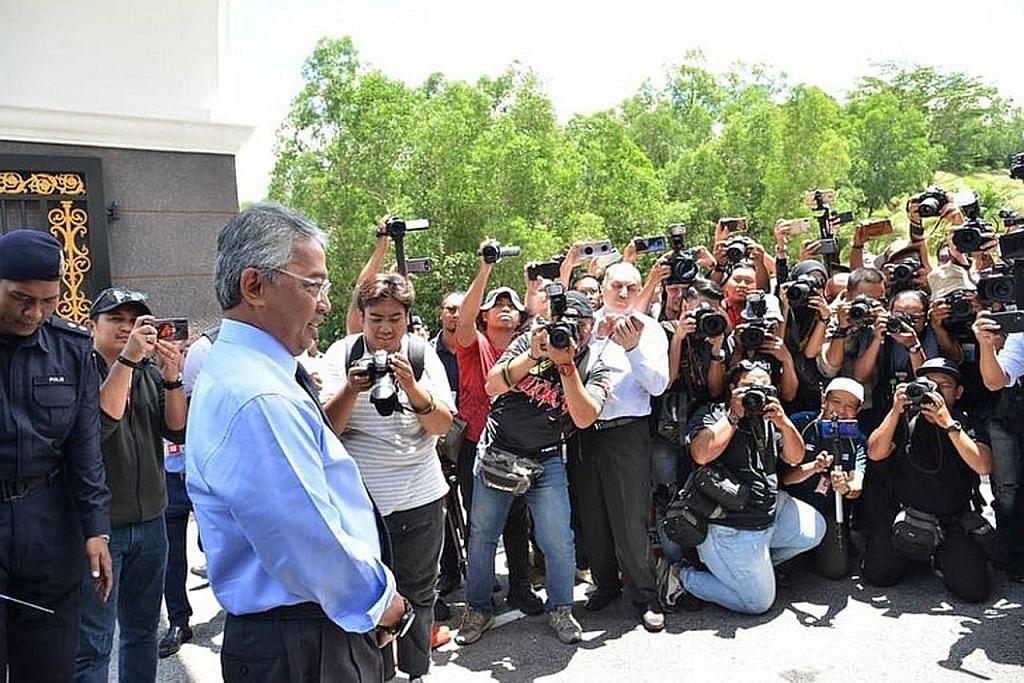 KEMELUT POLITIK DI MALAYSIA Semua Anggota Parlimen dipanggil menghadap Agong