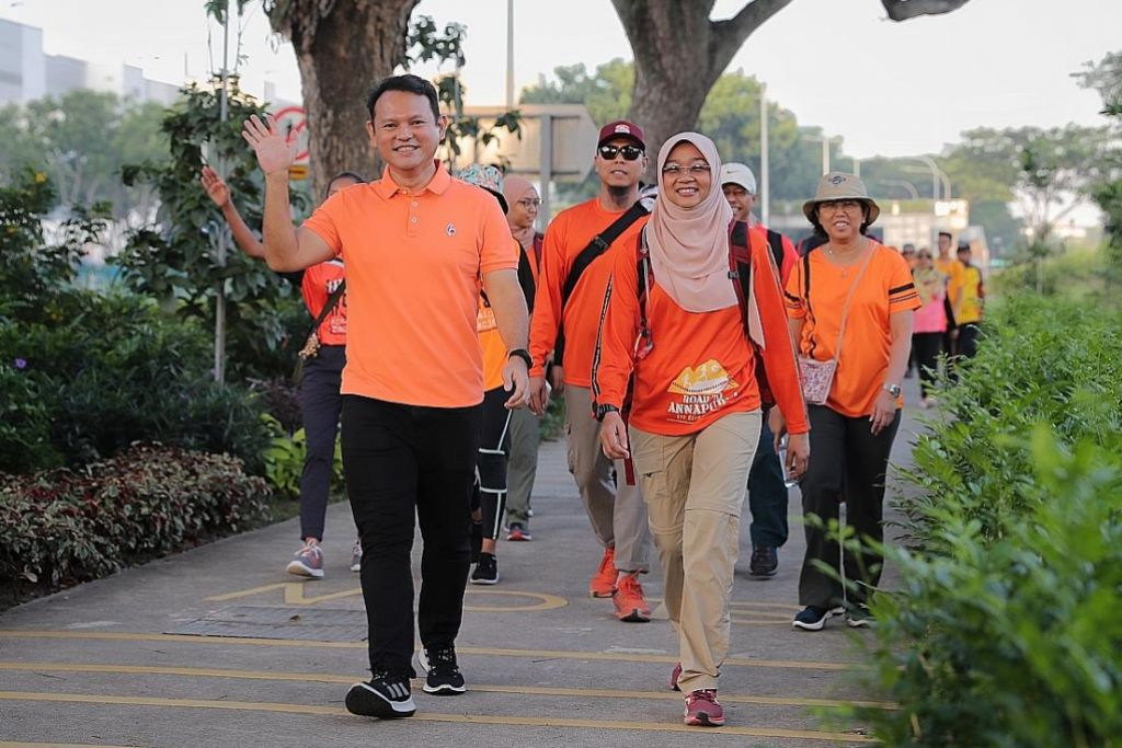 Koronavirus: Jalan kaki demi sokong pekerja barisan depan