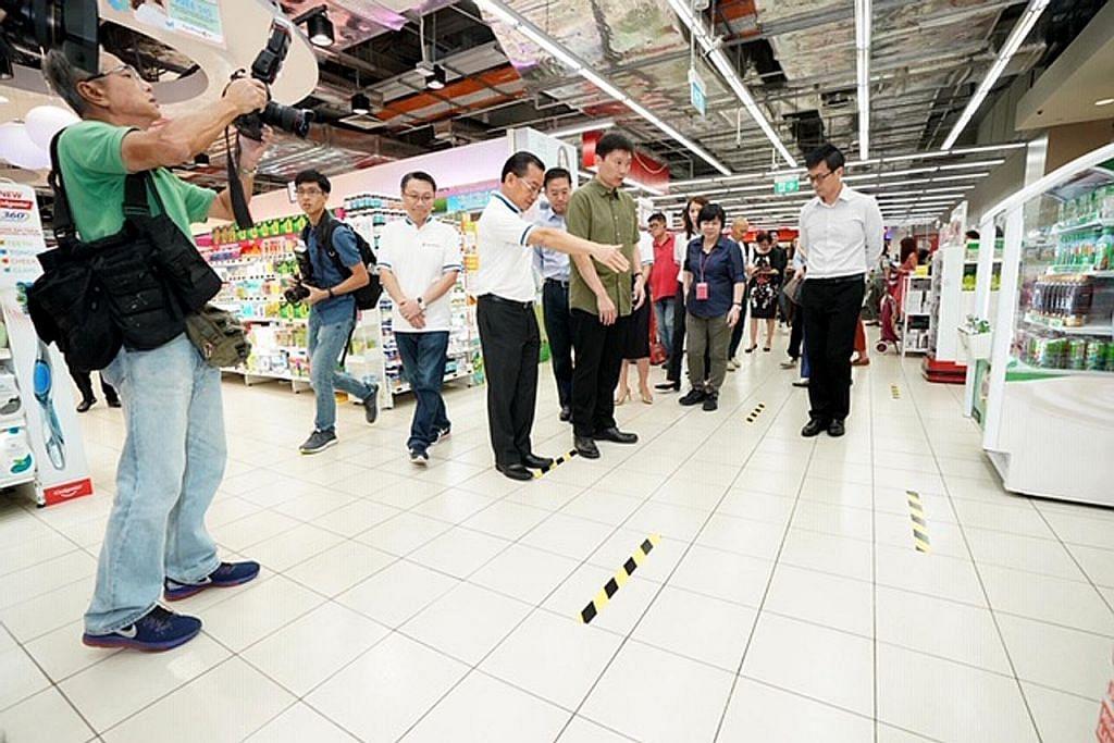 Pelaksanaan jarak selamat dalam toko runcit, sektor F&B diharap yakinkan pelanggan