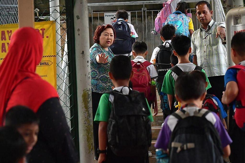 Sekolah dibuka semula dengan keselamatan kesihatan tegas