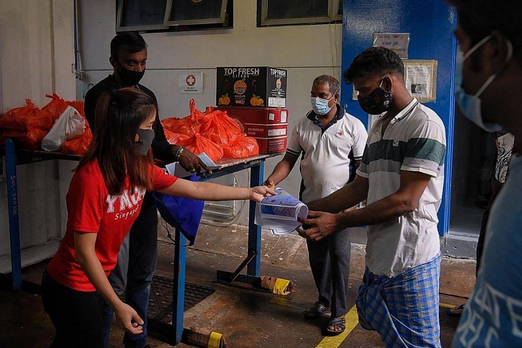 YMCA sumbang makanan kepada pekerja asing