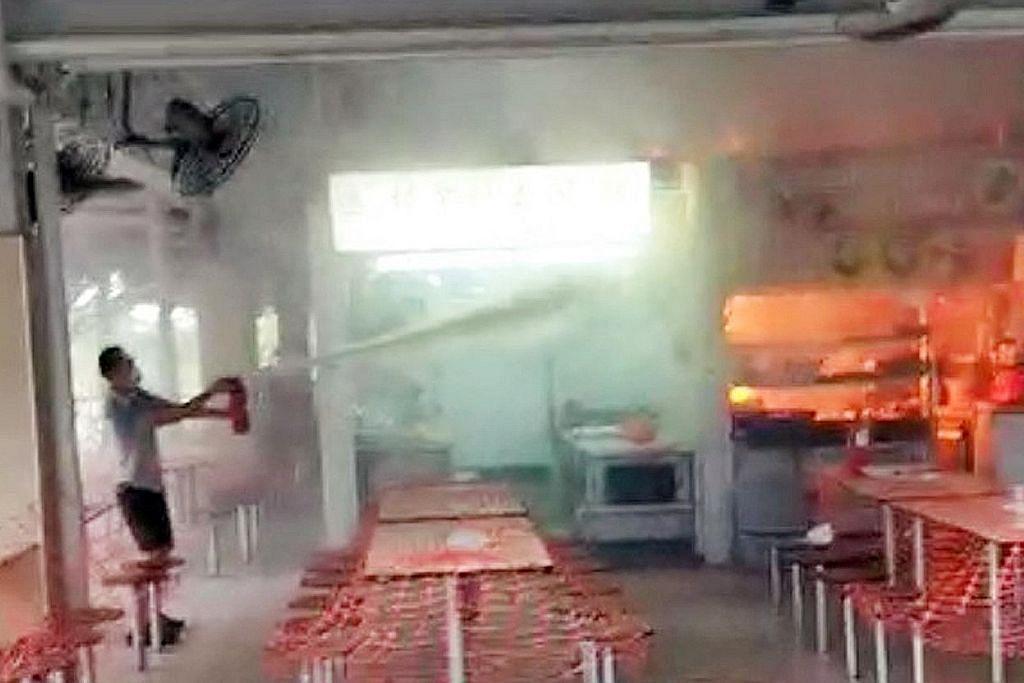 Kebakaran di Pusat Penjaja Changi Village jaya dikawal