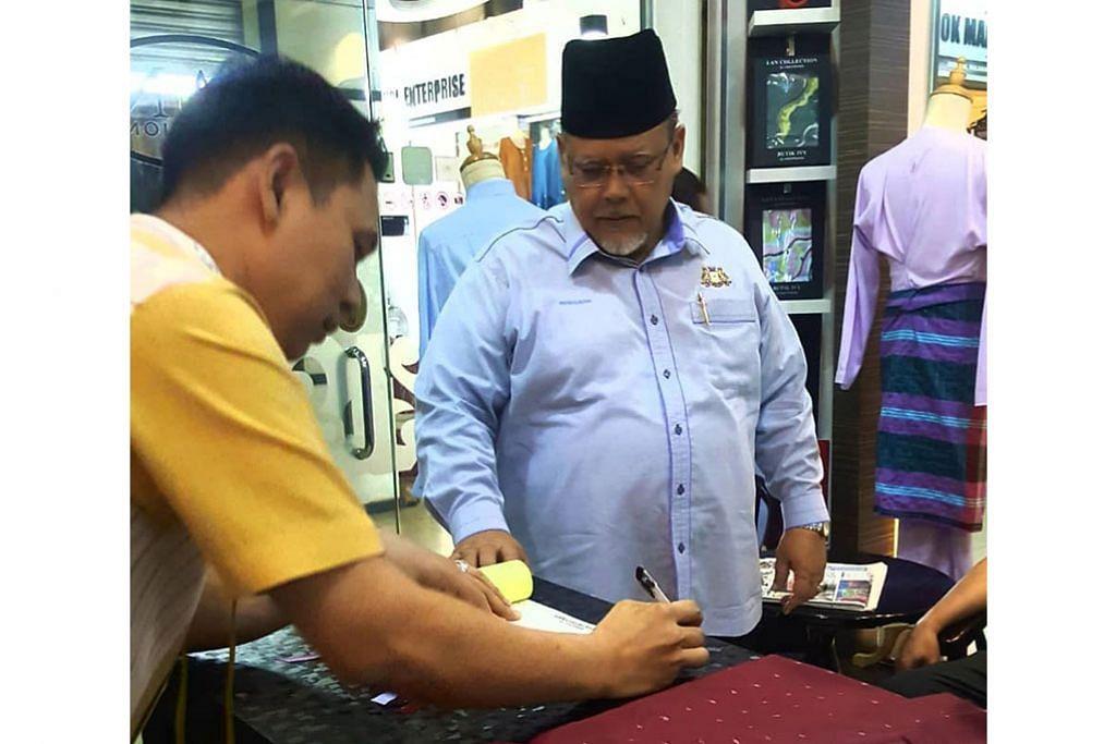 Baju, kuih Raya 'terperangkap' di seberang Tambak