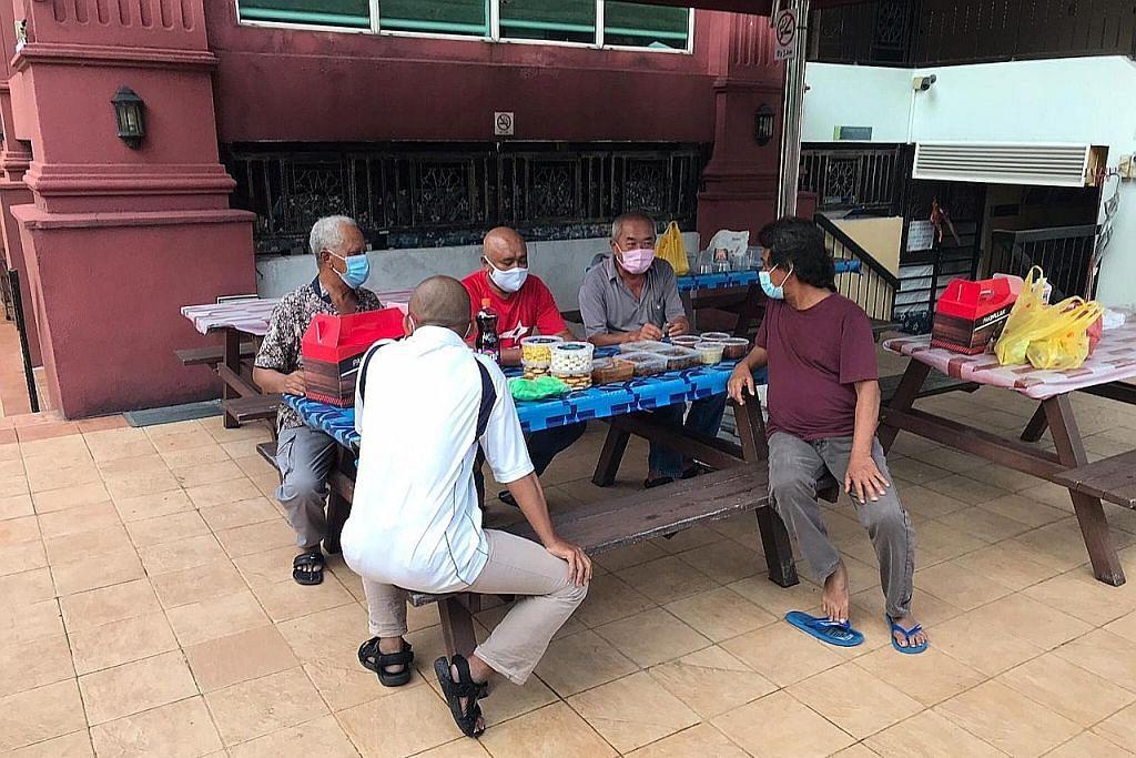 Tiada rumah dan 3 tahun tak temu keluarga di Indonesia