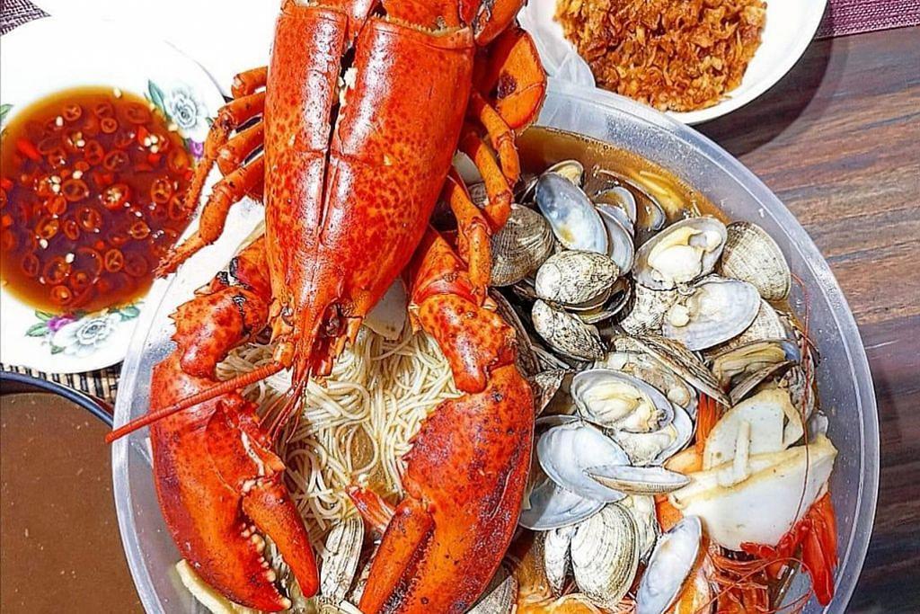 DEANNA'S KITCHEN: Promosi khas bagi Hari Bapa termasuk bihun ketam dan platter makanan laut. - Foto DEANNA'S KITCHEN
