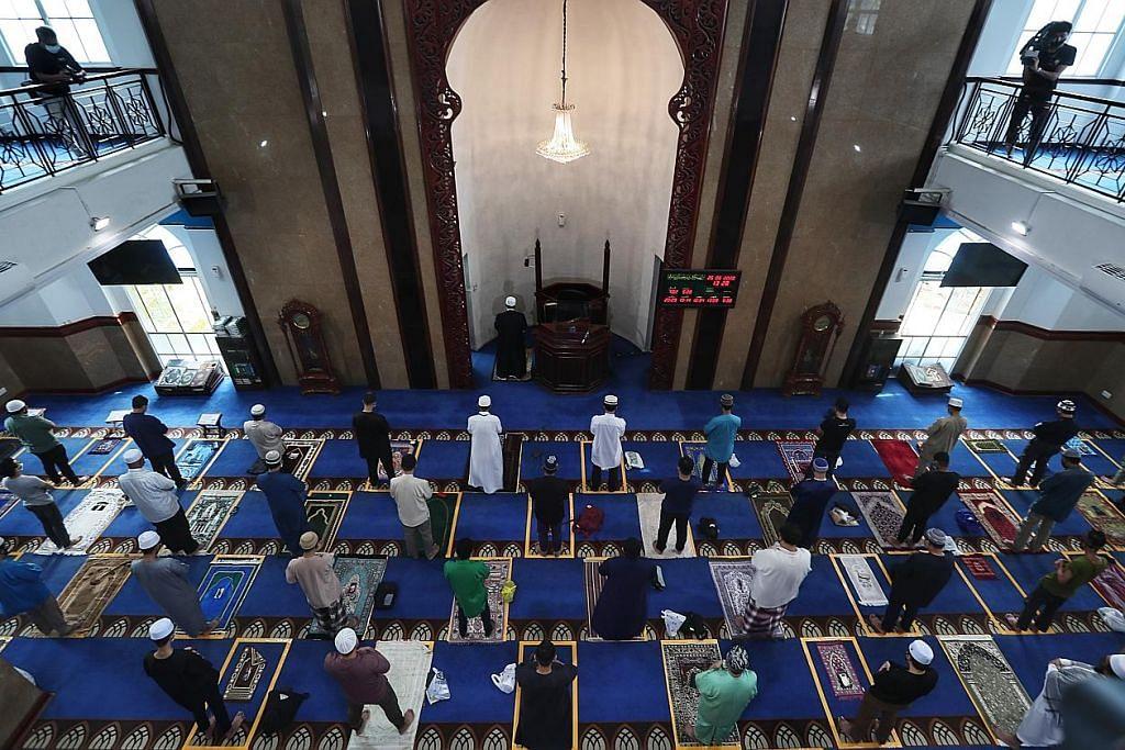 Jaga adab di masjid