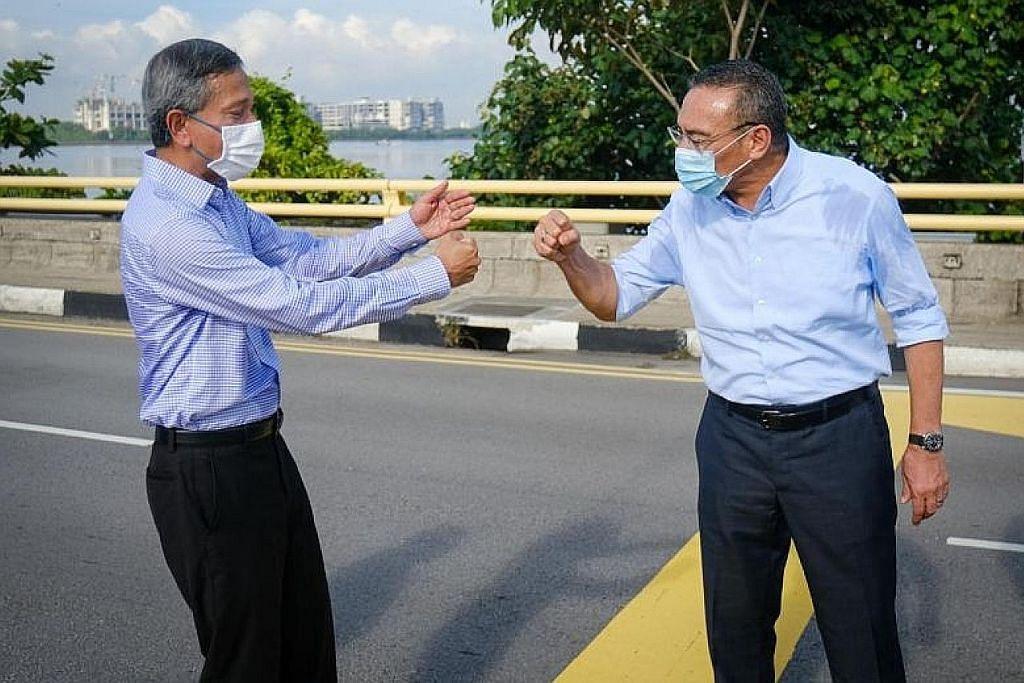 Menteri Ehwal Luar Dr Vivian Balakrishnan (kiri) dengan rakan sejawatannya dari Malaysia, Datuk Seri Hishammuddin Hussein, (kanan). - Foto KEMENTERIAN LUAR MALAYSIA