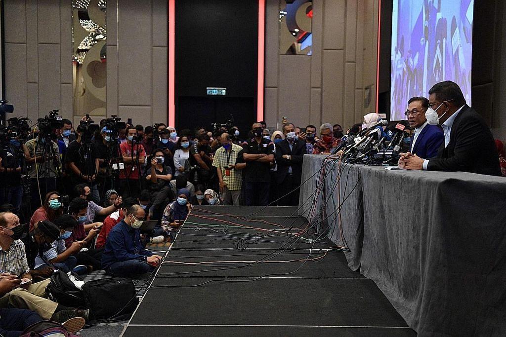 Kerajaan PN Muhyiddin 'sudah jatuh': Anwar