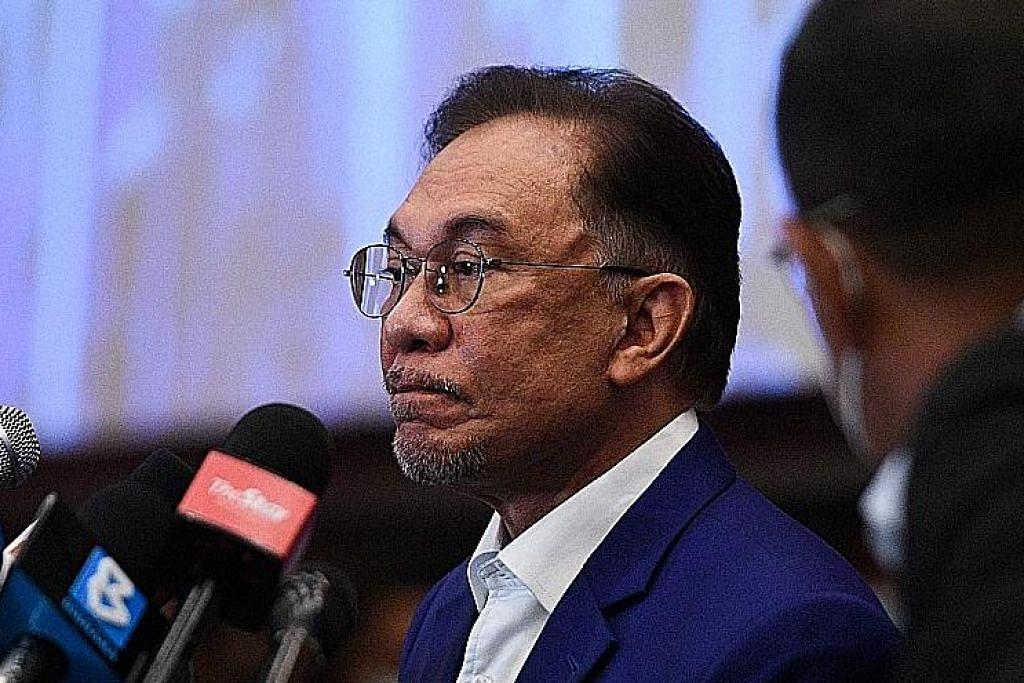 Anwar serah dokumen sokongan majoriti Parlimen, serah keputusan kepada Agong