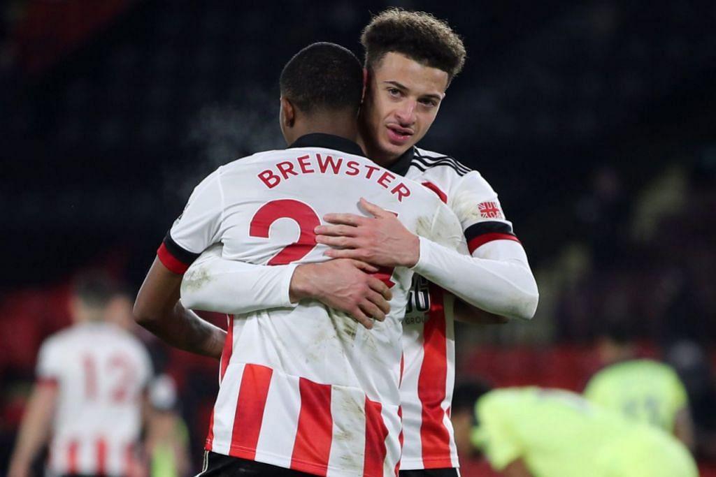 KEMENANGAN PERTAMA: Ethan Ampadu dan Rhian Brewster meraikan kemenangan selepas pasukan mereka Sheffield United akhirnya berjaya mendapatkan kemenangan Liga Perdana England (EPL) pertama mereka musim ini - Foto REUTERS