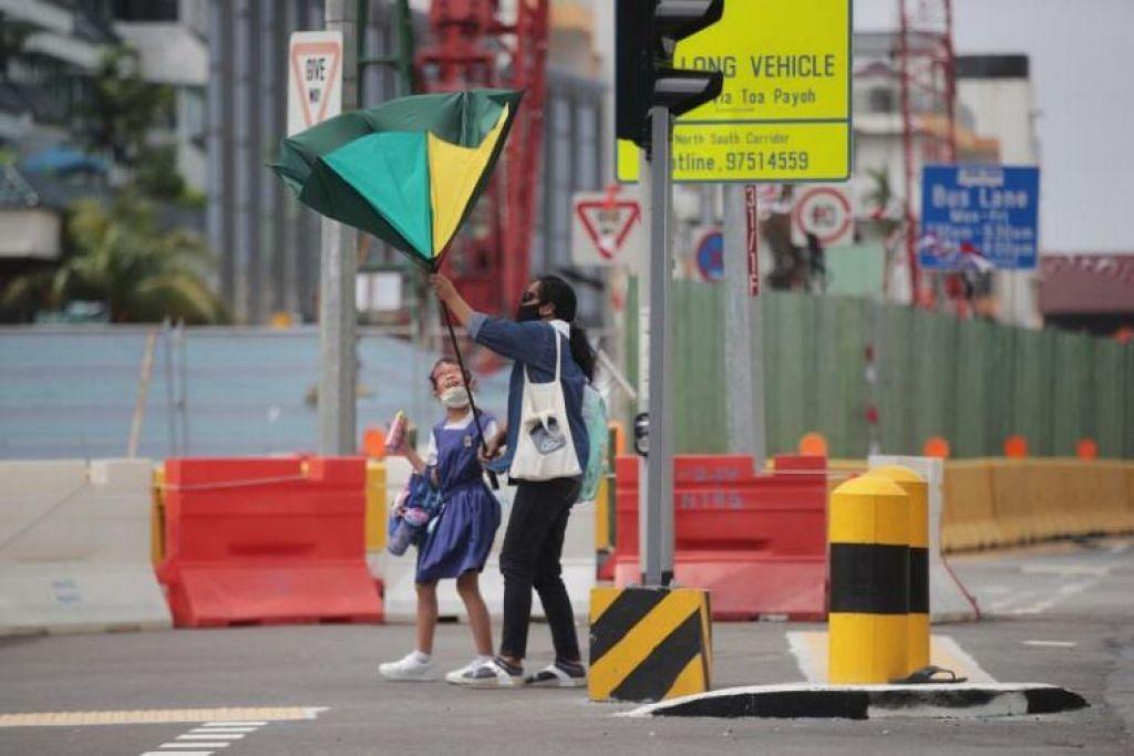 Angin kencang dicatat di serata Singapura pada Isnin (18 Jan).