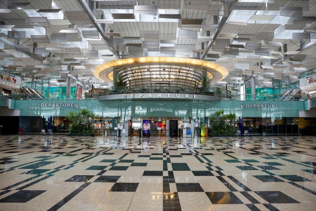 Aliran penumpang merosot dari 68.3 juta pergerakan penumpang melalui Lapangan Terbang Changi pada 2019 kepada 11.8 juta pada 2020.