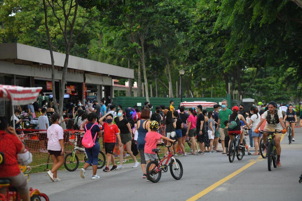 Menteri Kemampanan dan Sekitaran Grace Fu mengingatkan orang ramai agar berhati-hati dan mengamalkan jarak selamat semasa tempoh Tahun Baru Cina.