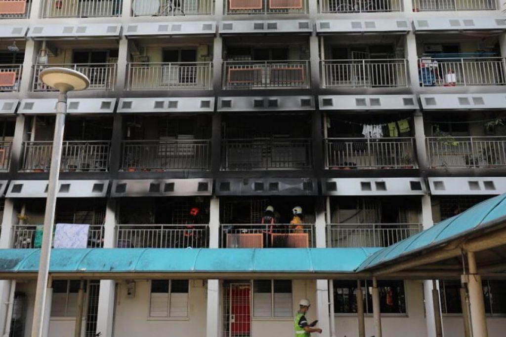 Sekitar 100 orang dari blok terjejas telah dipindahkan oleh SCDF dan polis.