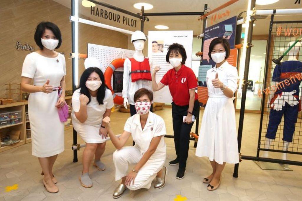 (Dari kiri) Cik Sun Xueling, Cik Yeo Wan Ling, Cik Josephine Teo, presiden NTUC Cik Mary Liew, dan Cik Sim Ann di PCF Sparkletots @ Punggol Shore pada Sabtu (6 Mac).