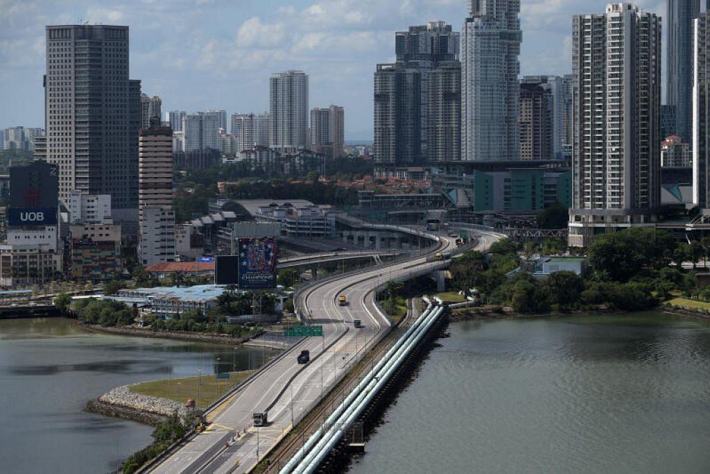 Perdana Menteri Malaysia dan Singapura dikatakan bakal membincangkan isu pembukaan semula sempadan pada 4 Mei nanti. - Foto fail