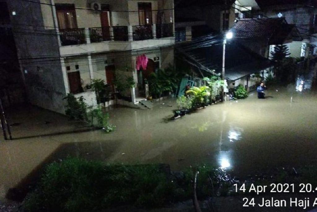 Banjir di RW 04 Cipinang Melayu. - Foto DETIK NEWS