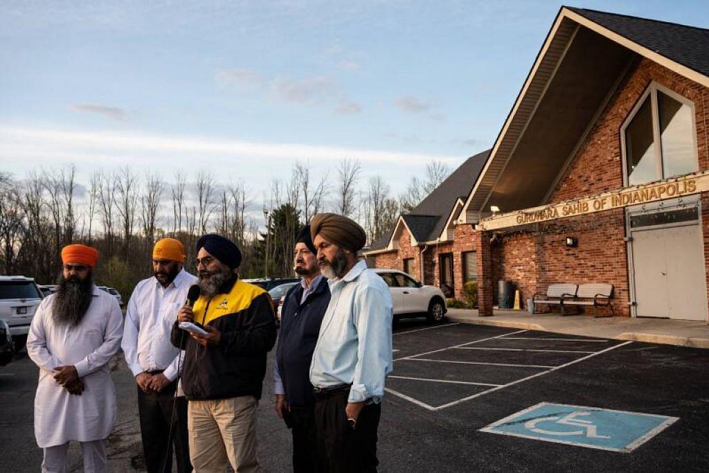 TIDAK PASTI JIKA KEJADIAN BERBAUR PERKAUMAN: Empat pemimpin kumpulan Sikh, Sikh Satsang dari Indianapolis, Amerika Syarikat, diwawancara menyusuli pembunuhan empat anggota kumpulan dalam satu kejadian tembakan ramai di tapak kemudahan FedEx. Namun, pihak berkuasa belum dapat memastikan jika kejadian ini ada kena-mengena dengan perkauman. - Foto GETTY IMAGES- AFP