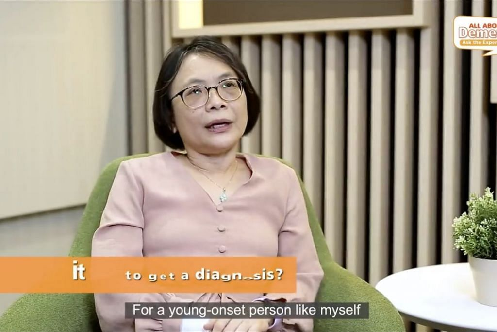 BANGKIT DARI KESURAMAN: Cik Emily Ong yang berusia 51 tahun mengalami demensia lebih awal daripada kebiasaan individu lain. Beliau berkongsi kisahnya memperkasa semangatnya semula dalam episod 'All About Dementia - Ask The Experts' di media sosial AIC Singapore. - Foto TANGKAP LAYAR FACEBOOK AIC SINGAPORE