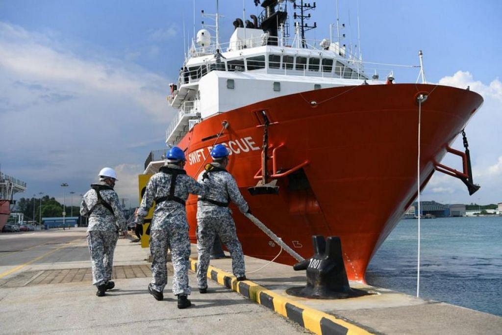 MISI MEMBANTU: Kapal penyelamat Angkatan Laut Republik Singapura (RSN), MV Swift Rescue, telah dikerahkan bagi membantu misi pencarian kapal selam Indonesia yang hilang. - Foto FACEBOOK DR NG ENG HEN