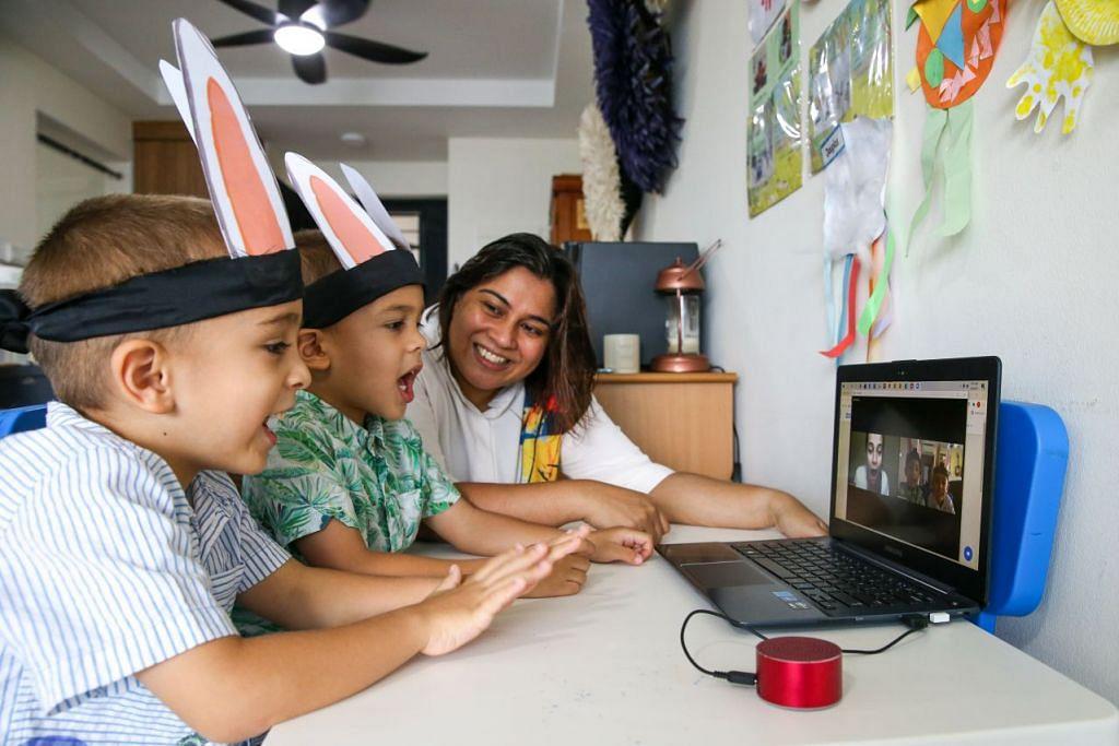 PENJAGA MAYA: (Dari kiri) Douglas dan Duncan Cain bersama emak mereka, Cik Veronica Cain, mengadakan sesi maya Zoom bersama Cik Selma Alkaff. - Foto fail.