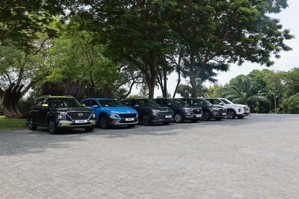 PILIHAN LEBIH LUAS: Komoco Motors memperkenalkan barisan SUV yang diluaskan dari model paling kecil hingga yang paling besar. (Dari kiri) Hyundai Venue, Kona Hybrid, Kona Electric, Tuscon, Santa Fe dan Palisade. - Foto Komoco Motors