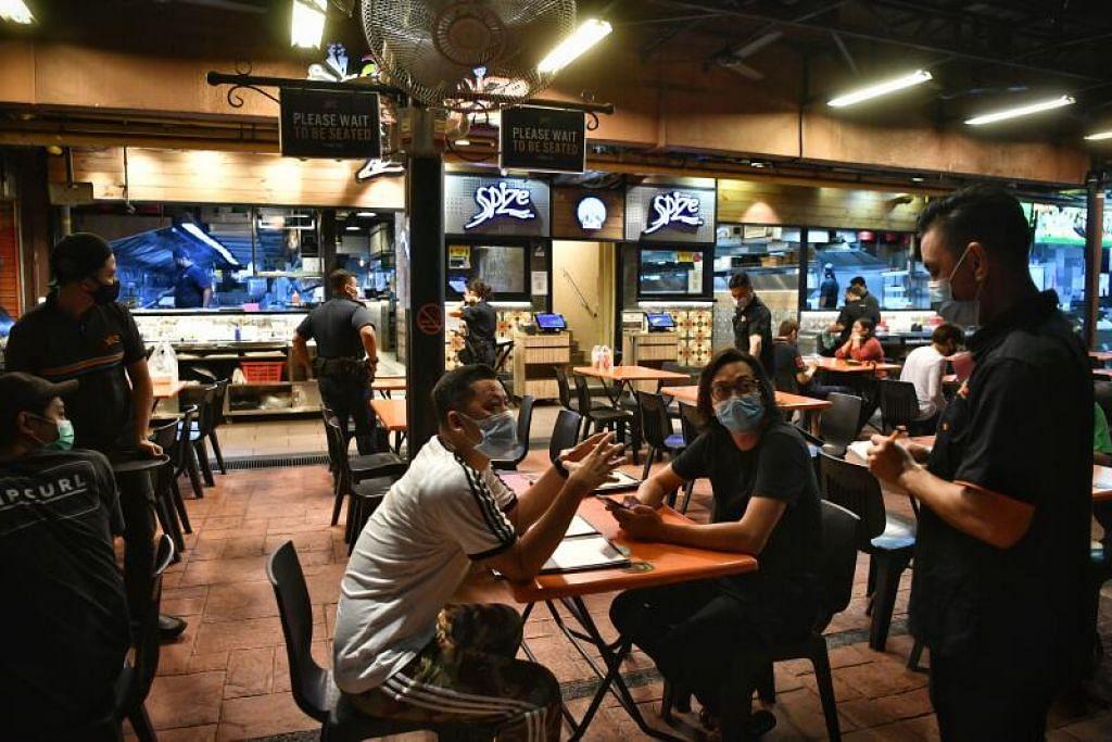 Makan luar tidak dibenarkan mulai Ahad (16 Mei), dan tempat makan dan pusat penjaja hanya akan menawarkan khidmat penghantaran dan pembelian makanan bungkus dalam tempoh ini untuk mengurangkan risiko penyebaran.