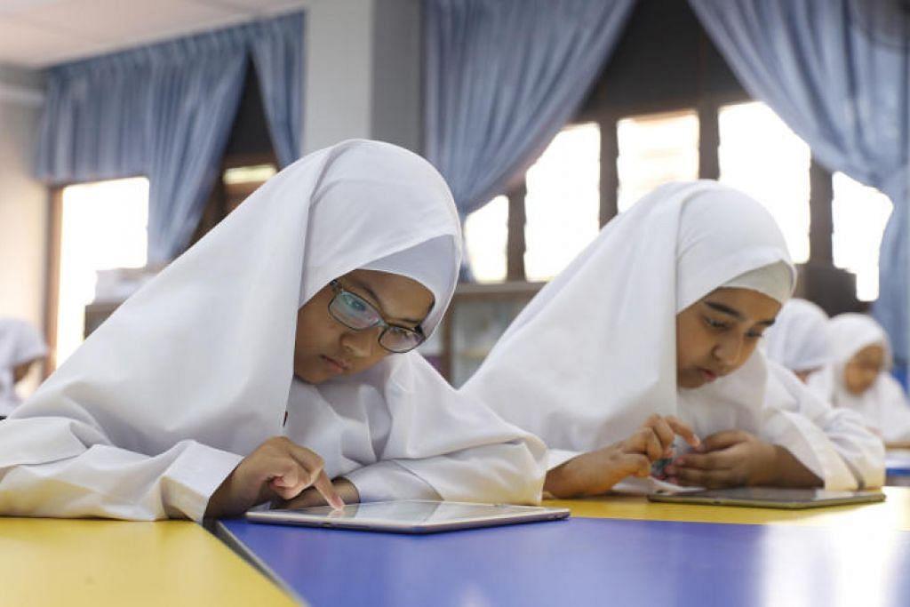 Pelajar madrasah akan beralih ke pembelajaran di rumah (HBL) bermula 19 Mei 2021. - Foto fail