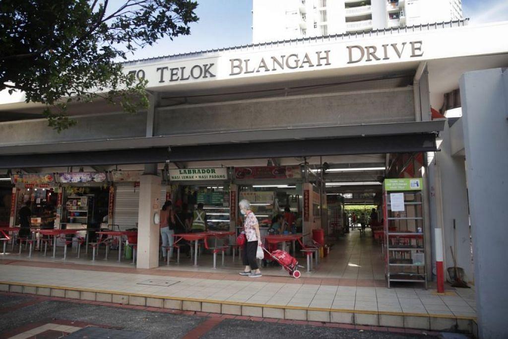 Pusat makan di Blok 79 Telok Blangah Drive telah ditutup bagi kerja-kerja pembersihan. - Foto oleh GIN TAY