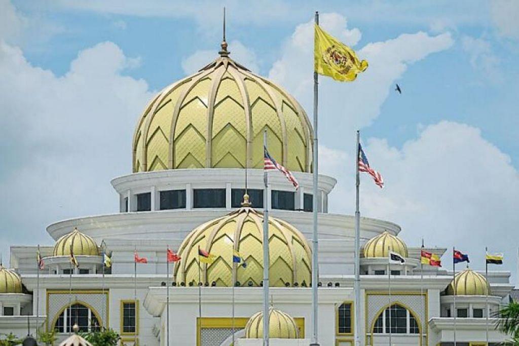 Istana Negara Malaysia hari ini menerima keberangkatan Raja-Raja Melayu untuk Perbincangan Khas.