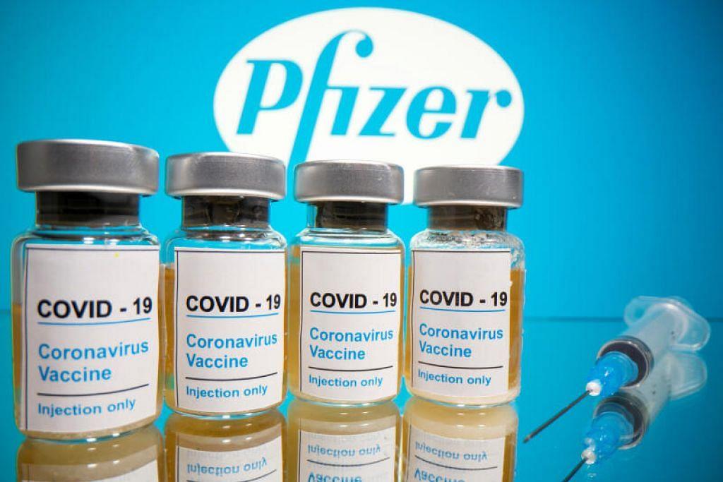 Terdapat data bagi vaksinasi heterologi menggunakan AstraZeneca bagi dos pertama dan Pfizer bagi dos kedua, kata Menteri Sains, Teknologi dan Inovasi Malaysia, Khairy Jamaluddin. - Foto REUTERS