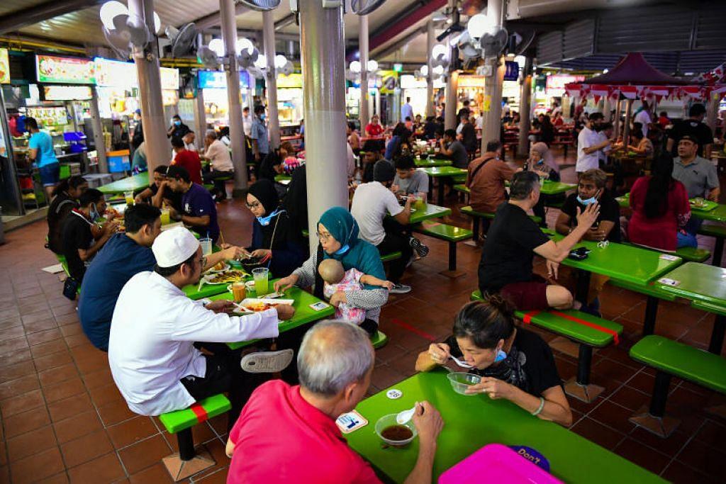 Hanya dua orang dibenarkan makan di luar bersama mulai Isnin, 21 Jun. - Foto fail