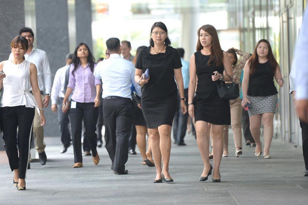 Pegawai perkhidmatan awam Singapura akan menerima bonus pertengahan tahun 0.3 bulan. - Foto fail