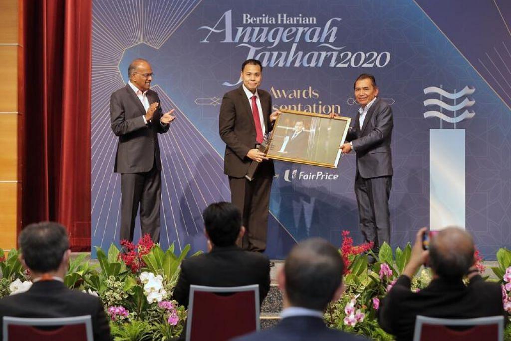 Anugerah Jauhari 2020 diberikan kepada Encik Mohamed Faizal Mohamed Abdul Kadir