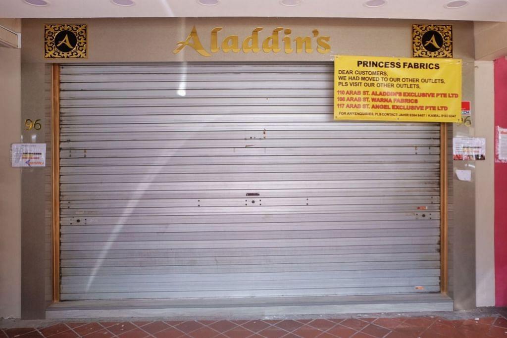 KURANGKAN BILANGAN KEDAI: Princess Fabrics menutup salah satu kedainya dan kini beroperasi daripada tiga cawangan lain di Arab Street.- Foto-foto BH oleh KHALID BABA