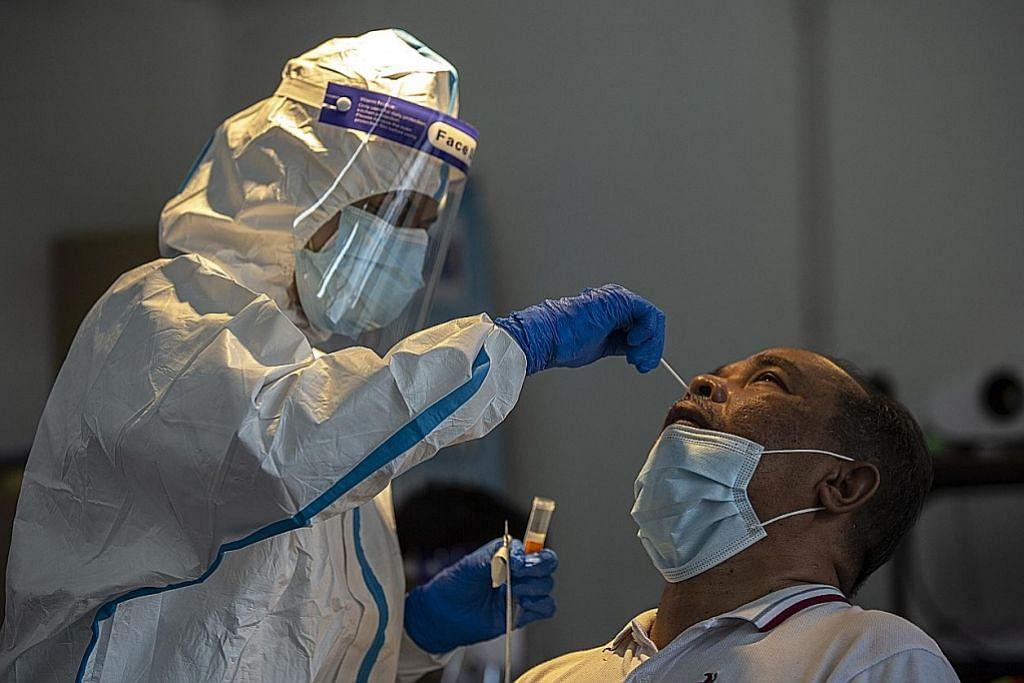PM Muhyiddin lancar buku panduan vaksinasi