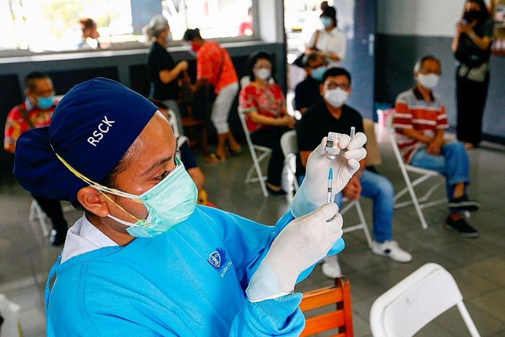 Suntikan vaksin bagi suspek rasuah dan keluarga cetus kritikan di Indonesia