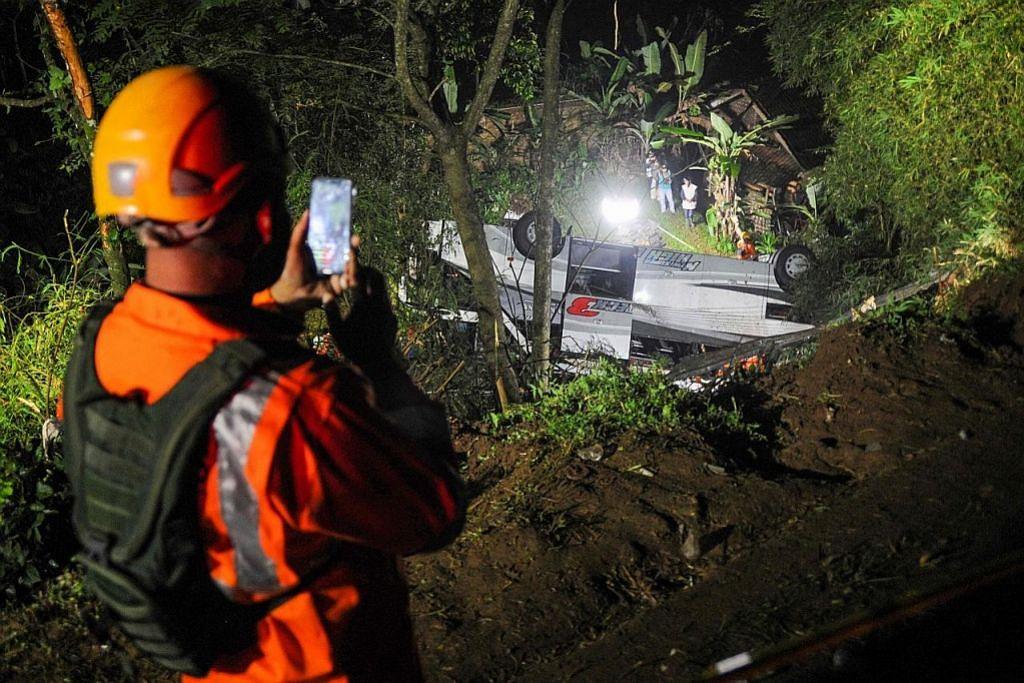 Hingga 27 maut apabila bas junam ke gaung di Jawa Barat