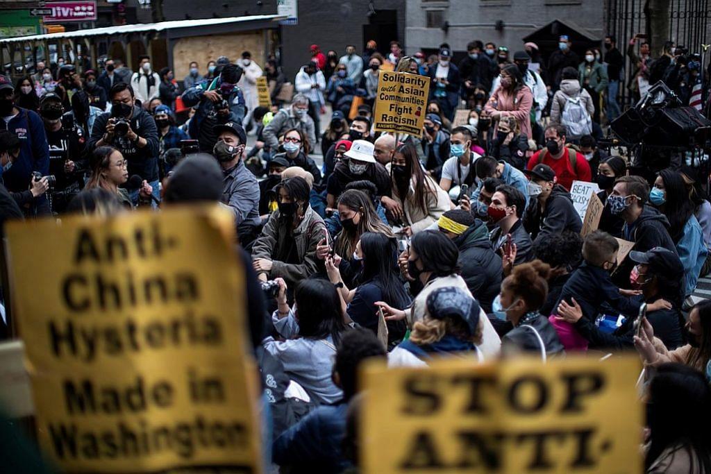Tunjuk perasaan bantah benci orang Asia di luar mahkamah NY