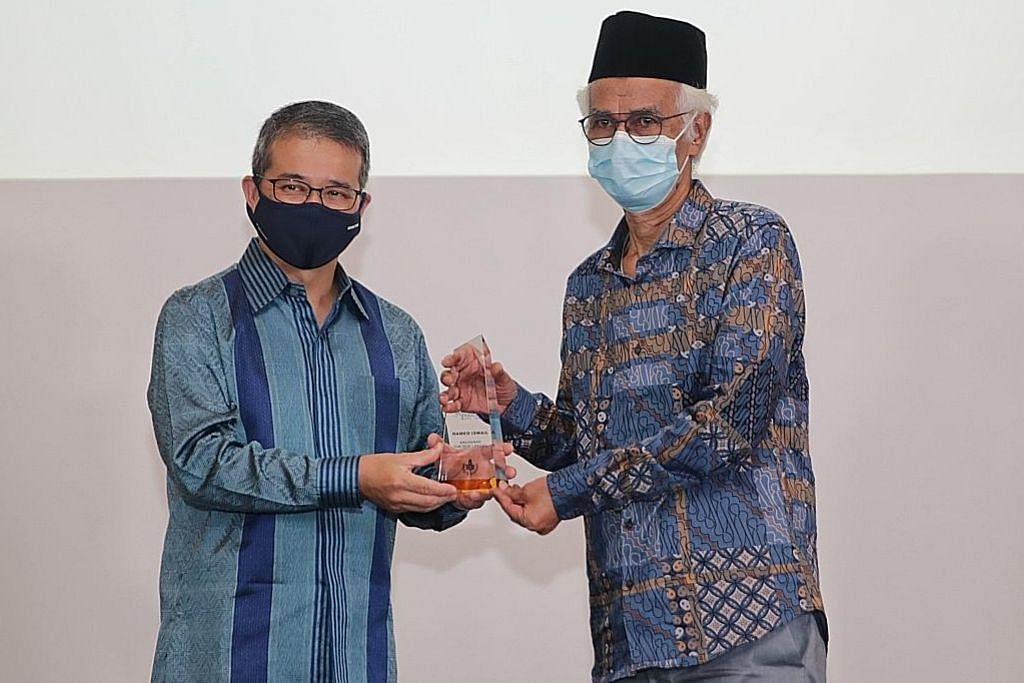 Hamed Ismail terima Anugerah Tun Seri Lanang